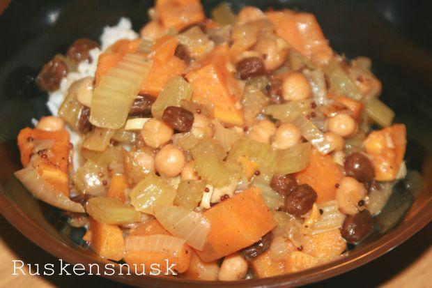 Gryderet med kikærter og søde kartofler